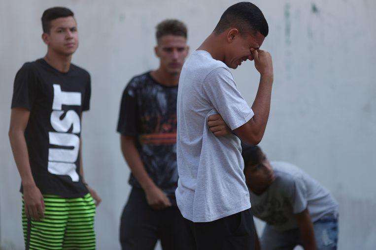 Onder de doden zouden volgens de brandweer en Brazilaanse media jeugdspelers zijn.   Beeld REUTERS