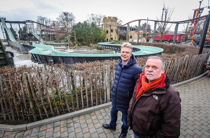 CEO Steve Van den Kerkhof en manager Luc Van der Biest bij de Splash, die wordt afgebroken en heropgebouwd tot de Dinosplash.