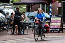 Monique is niet alleen kritisch op het 'fietsbeleid' van de gemeente Raalte. ,,De gemeente verdient een compliment voor de fietsroutes. Die zijn met liefde en passie aangelegd.''