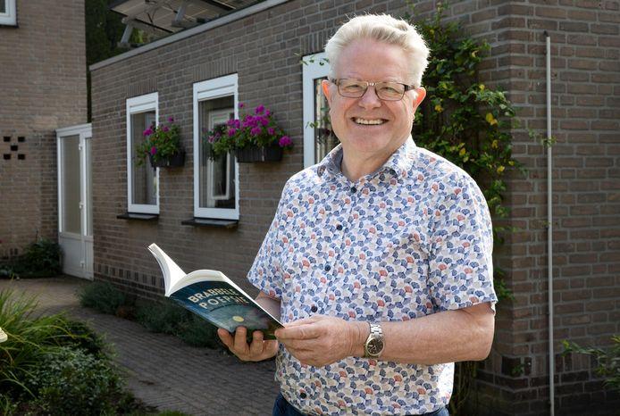 Reuselnaar Jan Lavrijsen schreef een boek met verhalen uit zijn jeugd, met 'verhalen over kleine mensen'.