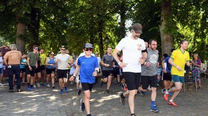 Jeroom jogt mee bij Vlierbeek run tijdens Abdijfeesten