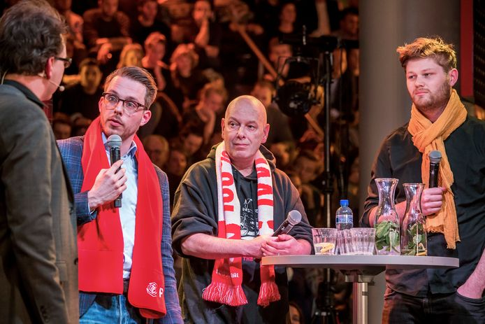 Rick van der Zweth (met de microfoon) tijdens een lijsttrekkersdebat.
