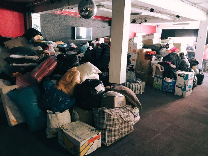 Er is nu al gigantisch veel noodhulp in de zaal van wijkcomité van de Watertoren.