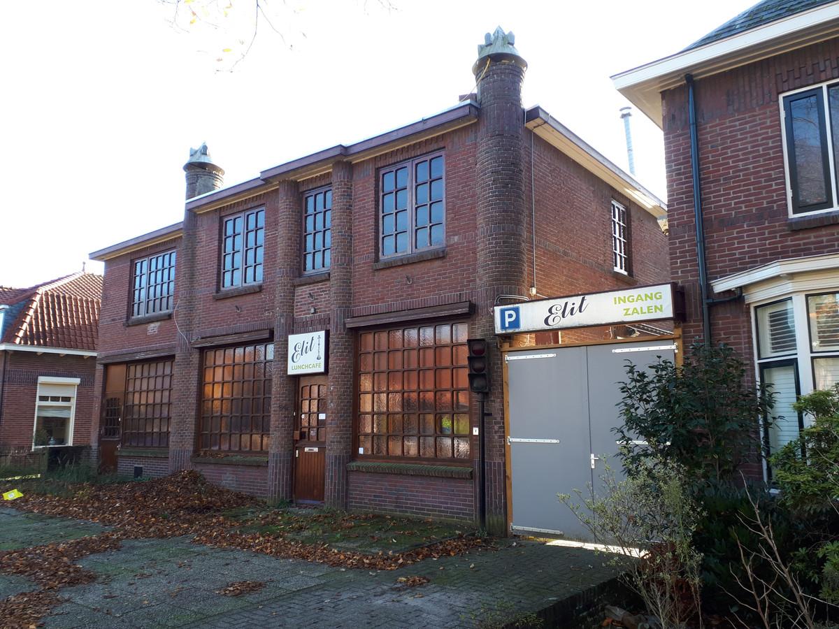 De voorgevel van het voormalige horecacomplex aan de Kromstraat dat vooral bekend werd onder de naam Tivoli.