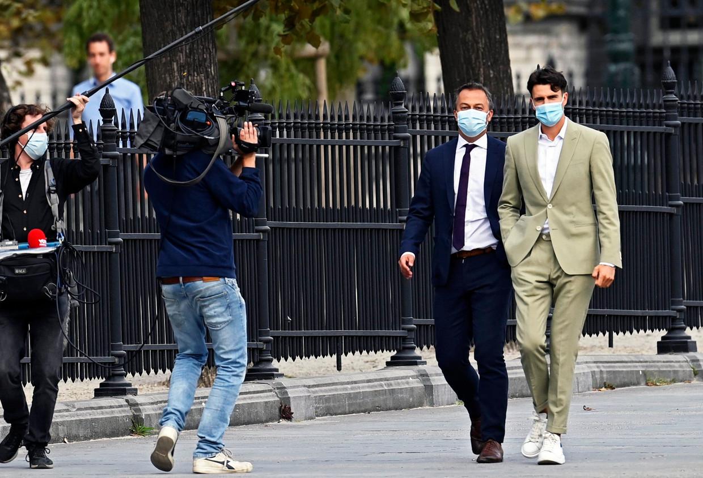 Egbert Lachaert (Open Vld) en Conner Rousseau (sp.a) op weg naar het koninklijk paleis. Beeld Photo News