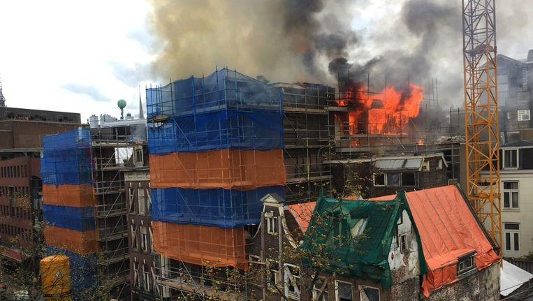 De brand in het centrum, zaterdagmiddag rond vijf uur Beeld Marc Postma