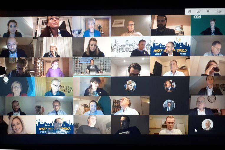De gemeenteraad van Harderwijk vergadert per video. Beeld Emiel Hakkenes