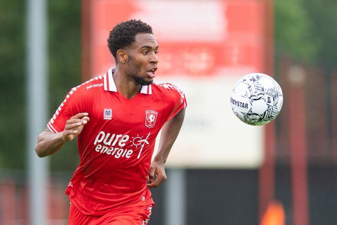 Denilho Cleonise is op proef bij  FC Twente. De club wil graag met hem verder.