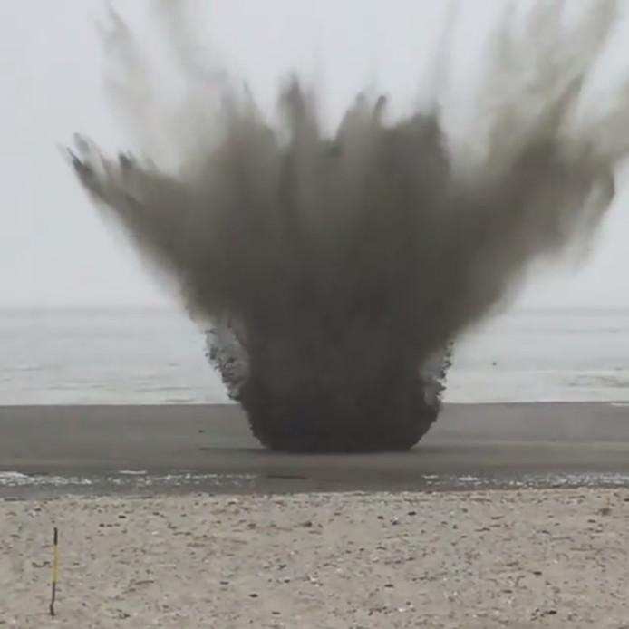 Ontploffing van steelgranaat op het strand in Ritthem.