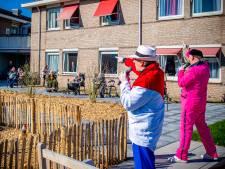 Vrolijke noot overstemt corona-ellende in de verzorgingshuizen: 'We moeten er even doorheen'