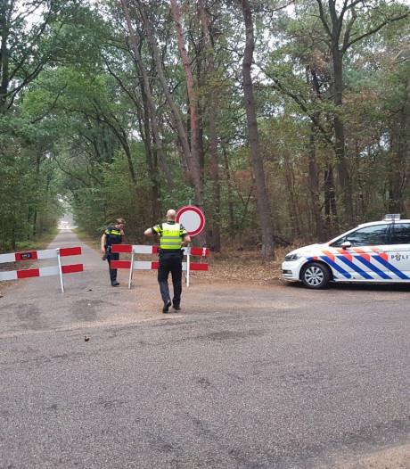 Politie sluit straat in Vragender af vanwege gevaarlijke gassen uit maiskuil