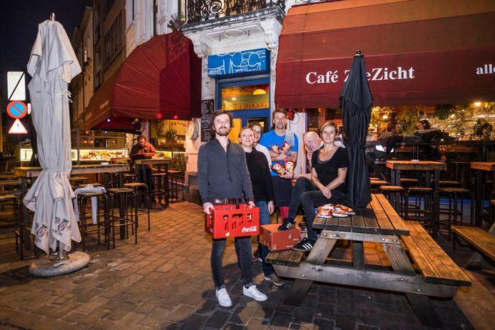 De uitbaters van Café Zeezicht deden onder meer Coca-Cola en chips van Lays in de ban.
