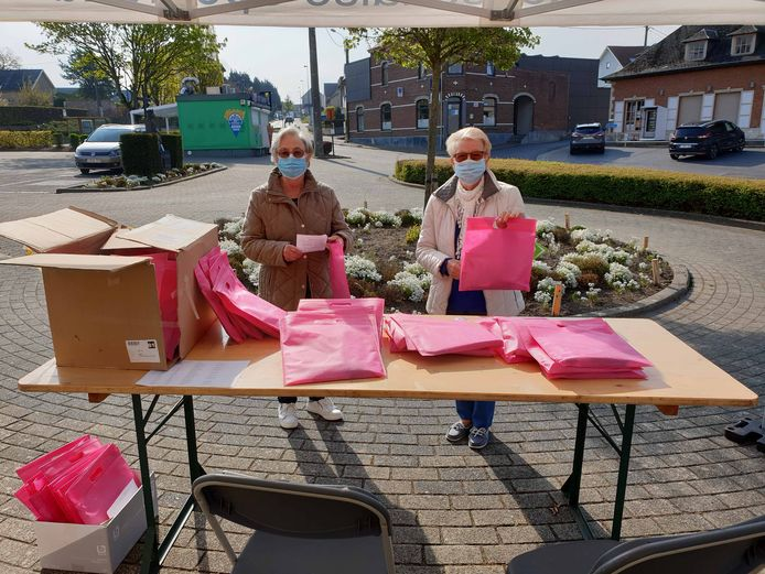 De senioren mochten afgelopen weekend hun pakket ophalen op vier verschillende locaties in de gemeente.