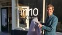 Directeur Vincent Robijn van Historisch Centrum Overijssel bij de onthulling van het logo van de nieuwe museumstichting ANNO, najaar 2019.