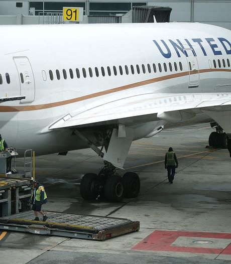 Vliegtuig terug naar Schiphol: vijftien mensen onwel