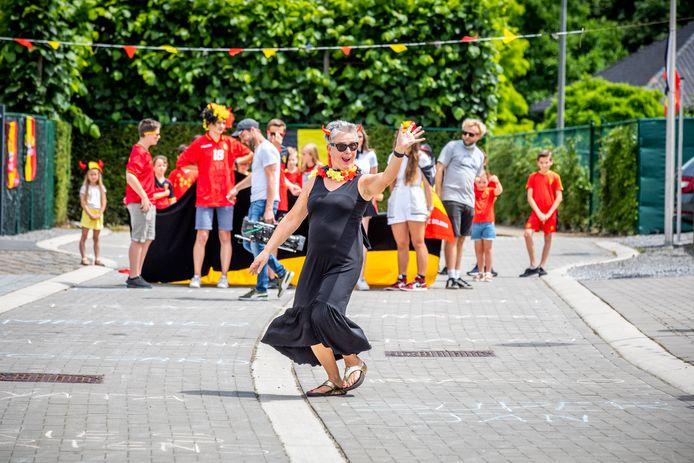 In de Sint-Martinusstraat gingen de buurtbewoners dansen.