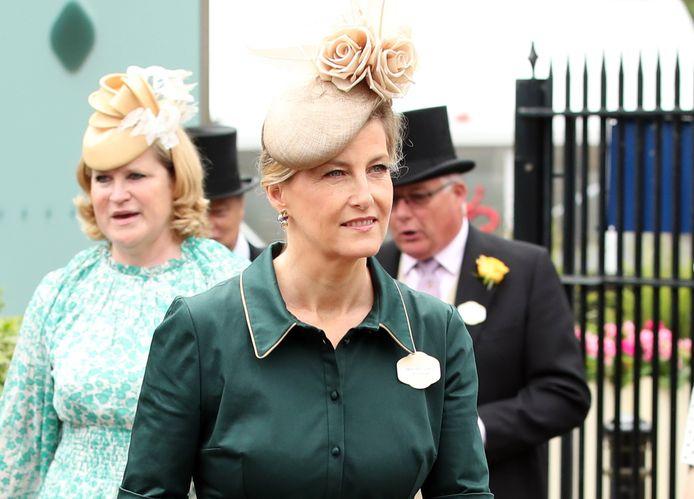 Een hoed met roosjes voor Sophie