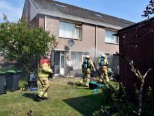 Bankstel vat vlam tijdens bestrijden van onkruid in Elburg
