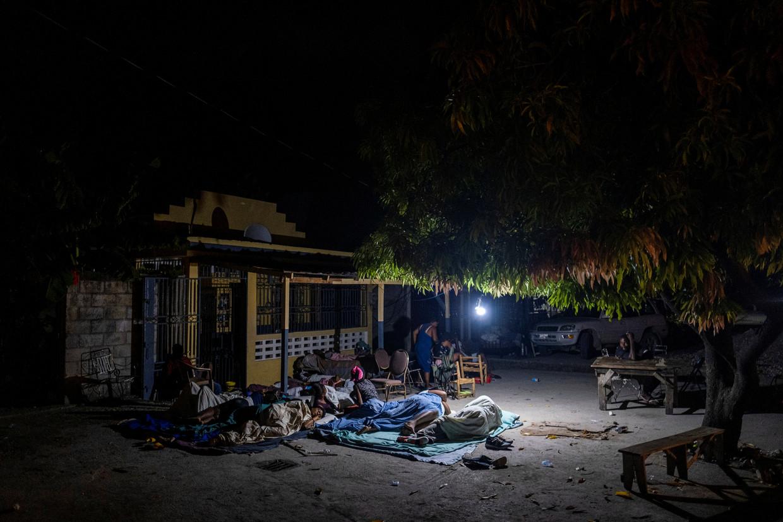 Uit angst voor naschokken slapen veel Haïtianen nog steeds buitenshuis. De aardbeving van afgelopen zaterdag had een kracht van 7,2 op de schaal van Richter.