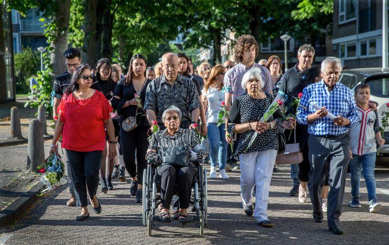 In juni hielden kennissen en buurtbewoners een stille tocht voor Rinia Chitanie. Beeld JEAN-PIERRE JANS