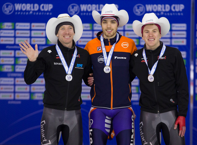 Het podium in Calgary vorig weekend op 5000 meter met Ted-Jan Bloemen (zilver), Patrick Roest (goud) en Graeme Fish (brons).