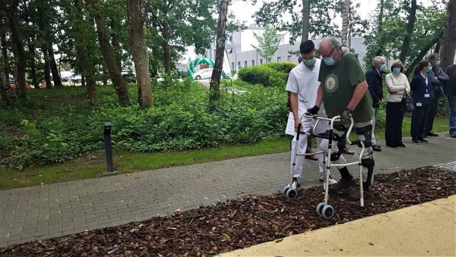 Opnieuw leren stappen in gezonde buitenlucht: Ziekenhuis Geel opent revalidatietuin met verschillende ondergronden
