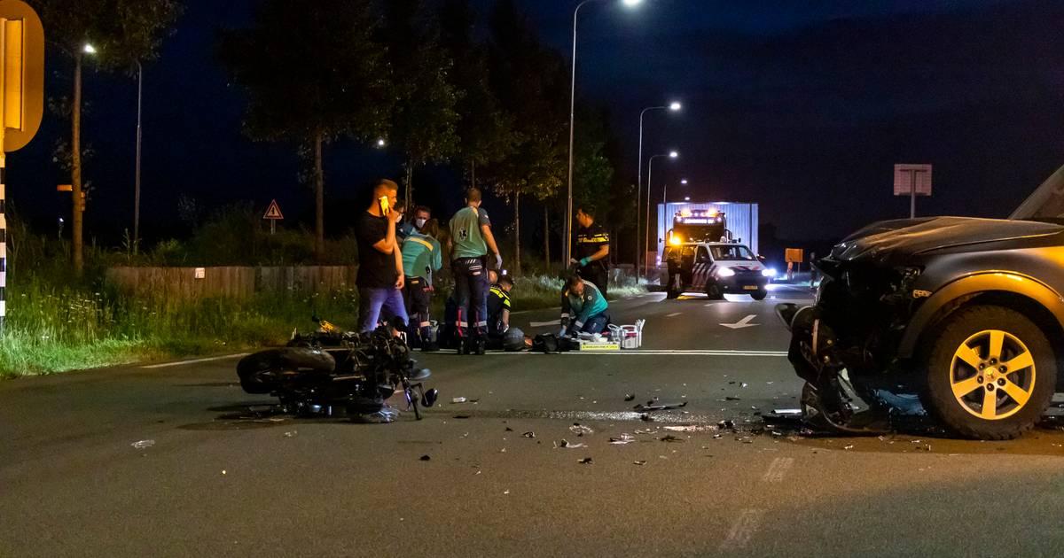 Motorrijder met spoed naar ziekenhuis gebracht na botsing in Zaltbommel.