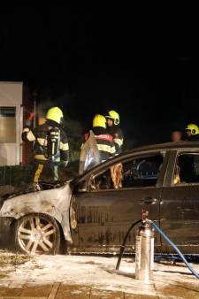 Auto's branden in Mook