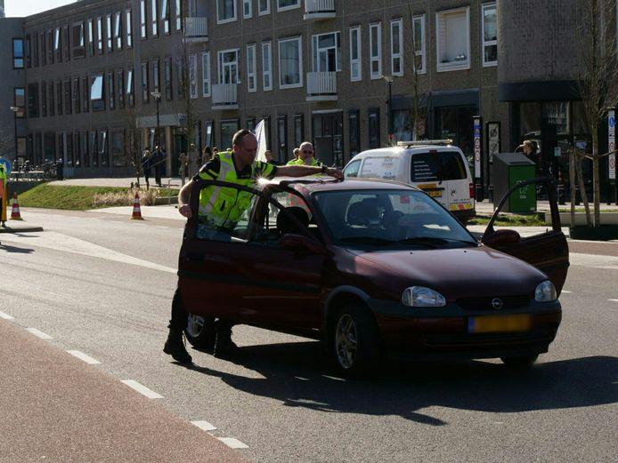 De politie is zondagmiddag in Enschede bezig met een reconstructie van het dodelijk ongeval dat vorig jaar in augustus plaatsvond.