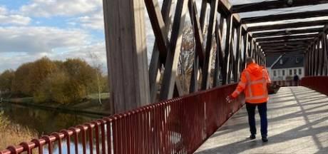 Glibberen en glijden op nieuwe brug in Oirschot