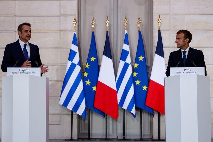 Mitsotakis en Macron na het tekenen van het Defensiepact.
