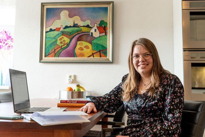 Lisa van Loveren (18) volgt al haar college's online en ziet haar sociale leven instorten tijdens de lockdown.