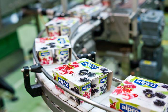 De illegalen werden aangetroffen in een vrachtwagen op de terreinen van voedingsfabrikant Alpro in Wevelgem.