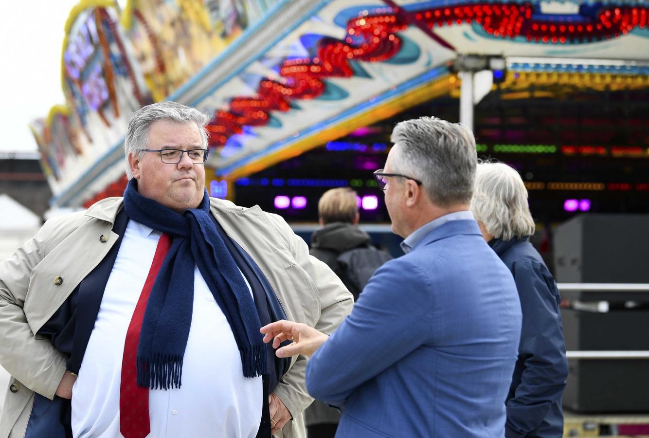 Hubert Bruls tijdens een bezoek aan de Nijmeegse kermis.