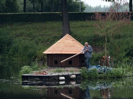 Luxe hotel voor eenden in Doesburg, met uitzicht op het water