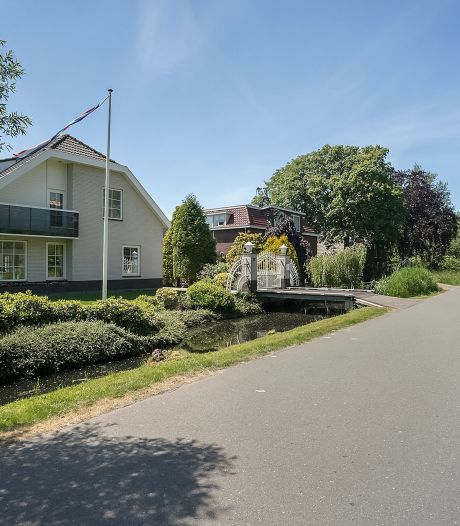 Wauw! Deze villa aan de Bloemendaalseweg staat te koop voor bijna 1,2 miljoen