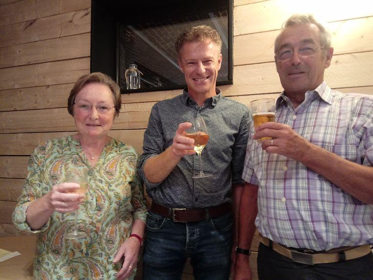 Vlnr. zien we Eliane Deveeuw ( penningmeester), Nono Breviere ( voorzitter) en Paul-Marie Breviere ( secretaris).