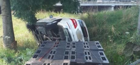 Man onder invloed van speed rijdt lantaarnpaal uit de grond in Sprang-Capelle