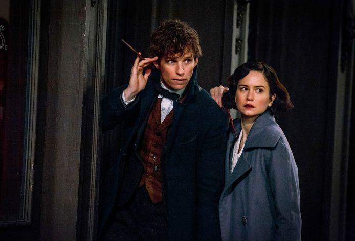 Eddie Redmayne en Katherine Waterston in Fantastic Beasts.