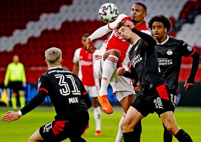 Sébastien Haller debuteerde bij Ajax met een assist op Antony.