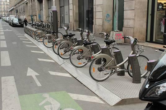 Tegen 2020 wil de stad het aantal fietsstroken, zoals hier aan de Place de la République, verdubbelen.