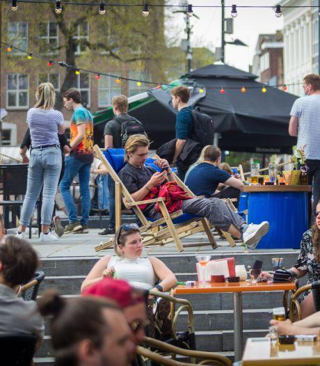 Groter terras bij Eindhovense cafés Thomas en Spijker mag voorlopig toch blijven staan