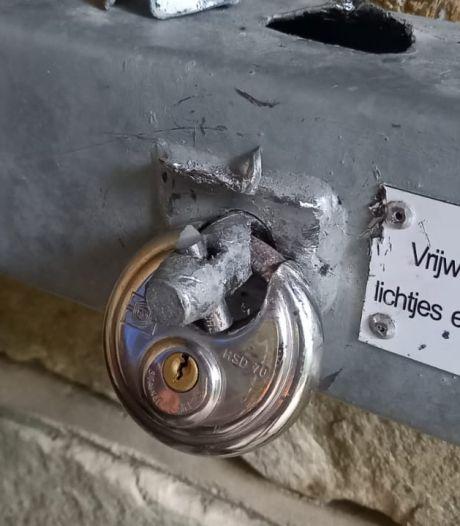 Offerblok in Lutter Mariakapel op Tankenberg weerstaat vandalen