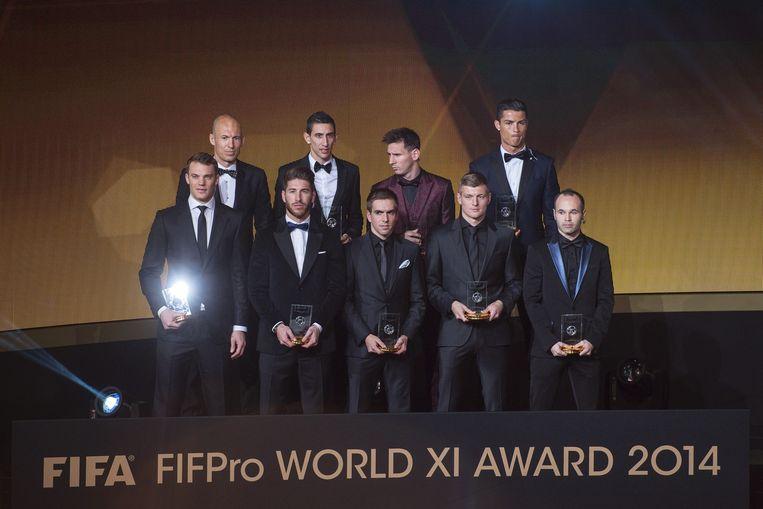 Achterste rij, v.l.n.r.: Arjen Robben, Angel Di Maria, Lionel Messi en Cristiano Ronaldo. Voorste ri, v.l.n.r.: Manuel Neuer, Sergio Ramos, Philipp Lahm, Toni Kroos en Andres Iniesta Beeld epa