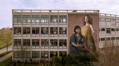 Mag je niet gemist hebben deze week: je kunt nu de historische Jackie Kennedy-sjaal kopen & Oostende staat in het teken van street art