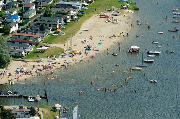 Een deel van vakantiepark Veluwe Strandbad bij Elburg.
