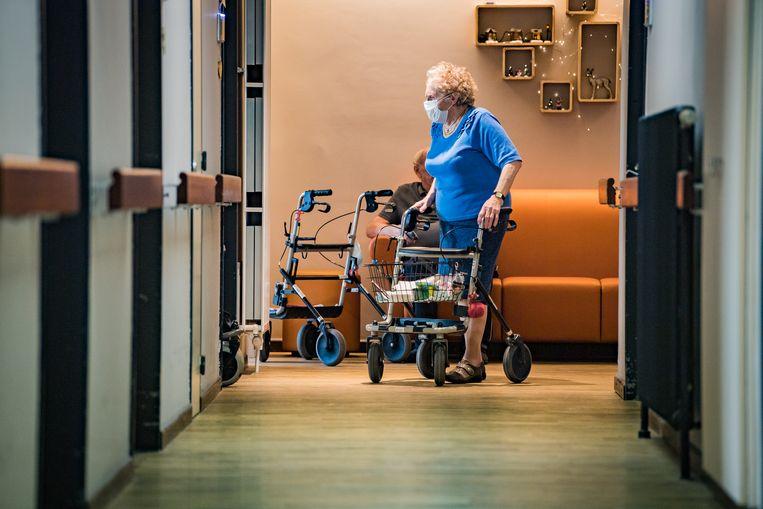 In woon-zorgcentrum Sint-Bernardus kijken ze reikhalzend uit naar het vaccin en het hernemen van het normale leven. Beeld Joel Hoylaerts/Photo News