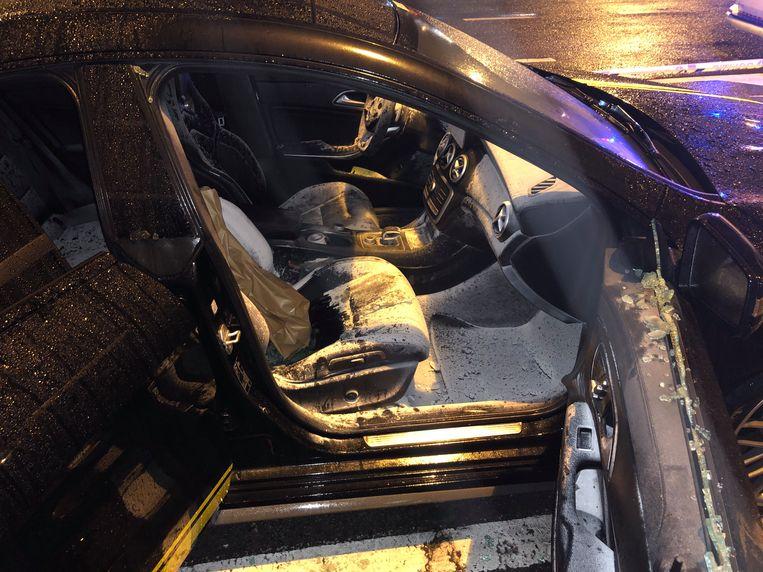 In Merksem werd een wagen volledig vernield door een brandbom.