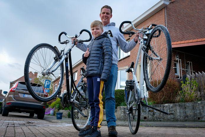 Reinout Eggink is blij dat hij zijn eigen fiets en die van zijn dochter (niet op de foto) terug heeft, al heeft hij er voornamelijk zelf werk van gemaakt.