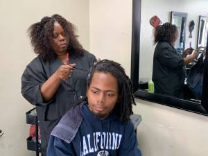 En Californie, il est désormais interdit d'interdire coupe afro et dreadlocks